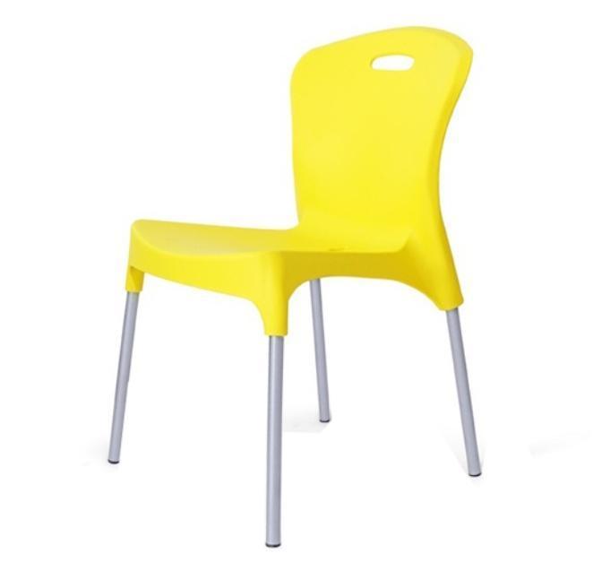 Пластиковый стул на металлокаркасе