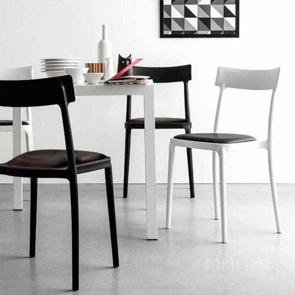 Пластиковые кресла для кафе