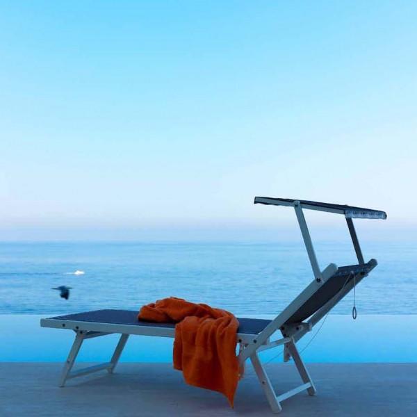 Шезлонги и лежаки деревянные, металлические, пластиковые