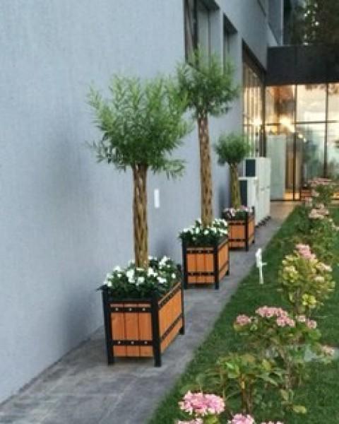 Уличные кашпо для растений